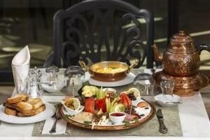 Kaleiçi 1207 Boutique Hotel'de Lezzet Dolu Sınırsız Çay Eşliğinde Serpme Kahvaltı Keyfi