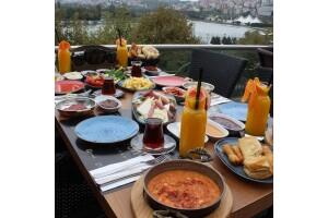 Long Lounge Cafe Restaurant'tan Tadına Doyamayacağınız Sınırsız Çay Eşliğinde 2 Kişilik Enfes Serpme Kahvaltı