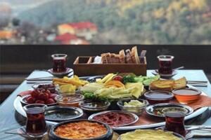 Kavacık Balkon Cafe'de Boğaz Manzaralı Haftanın Her Günü Geçerli Zengin Yöresel Kahvaltı