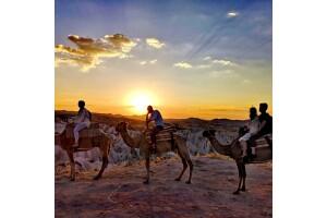 Kapadokya'da Gün Batımı Eşliğinde 2 Saatlik Deve Safari Turu