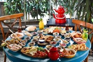 Arada Cafe'den Tadına Doyamayacağınız Türk & Beyrut Lezzetleri İle Kahvaltı Keyfi
