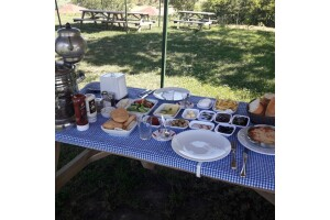 Polonezköy Gül Park'tan Kuş Cıvıltıları Eşliğinde Limitsiz Çay Dahil Kişi Başı Serpme Kahvaltı Menüsü