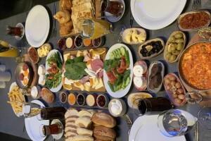 Qubbe Life'da Enfes Serpme Kahvaltı Keyfi