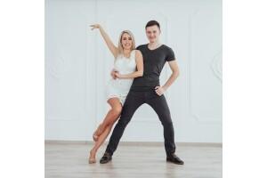 Kadıköy, Bakırköy ve Beyoğlu RollDans'ta 1 Aylık Salsa, Bachata, Arjantin Tango, Zumba, Zeybek, Roman, Kizomba, Hip Hop ve Düğün Dansı