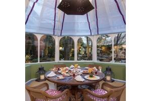 Topkapı Sarayı Surlarının Gölgesinde Ayasofya Manzaralı Kahvaltı Keyfi