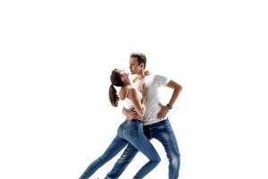 Taksim Tango Tek Dans Kursu'nda Bachata, Kizomba, Salsa, Sirtaki Eğitimleri