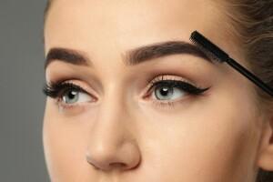 A Kalite Saç Tasarım Merkezi'nden 3D Kıl Tekniği ile Eyeliner Kalıcı Makyaj Uygulamaları