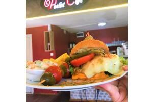 Poshet Cafe'de Lezzet Dolu Hamburger Menüsü