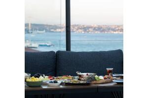 Tonight Hotel Taksim'de Boğaz Manzaralı Enfes Serpme Kahvaltı Menüsü