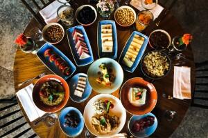 Altındağ Toprak Antik Cafe'de Erzincan Usulü Yöresel Serpme Kahvaltı