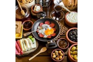 Lokal Cafe Beşiktaş'ta Enfes Serpme Kahvaltı Menüsü