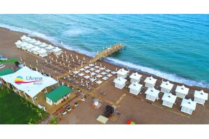 Antalya L'arena Beach'te 2 Kişilik Plaj Girişi ve Kahvaltı Tabağı Seçenekleri