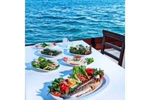 Büyükada Beyaz Bahçe'nin Muhteşem Manzarasına Nazır Enfes Yemek Menüleri