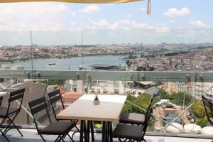 City Terrace Restaurant'ta Nostaljik Türkçe Müzikler Eşliğinde Meyhane Keyfi