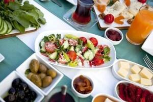 Eskihisar Ve Yaka Kafe'de Enfes Serpme Kahvaltı Menüsü
