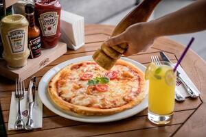 Cvk Hotel Taksim İçindeki Ashiya Restorant'ta Lezzetine Doyamayacağınız Pizza Menü ve Alkollü veya Alkolsüz İçecek İkramı