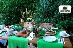 Yeniköy'ün En Güzel Tepesinde Bulunan, Yeşillikler İçerisindeki Zala Bahçe'de Altın Günü Menüsü