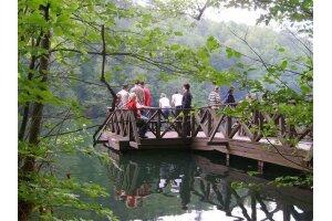 Hilton Kalitesi İle Hampton Konaklamalı 2 Günlük Abant Taraklı Göynük Mudurnu Maşukiye Yuvacık Barajı Kirazdere Ormanya Hobit Evleri Doğa & Terapi Turu