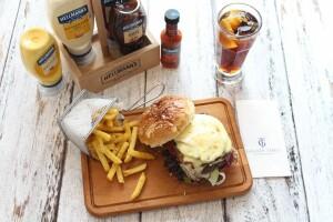 Galata Times Boutique Hotel'de Kallavi Burger Menüsü