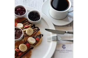 Galata Times Boutique Hotel'de Lezzet Dolu Kruvasan veya Pancake Kahve Menüsü