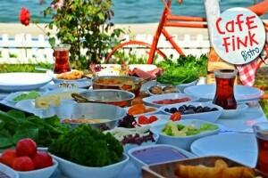 Büyükçekmece Cafe Fink'te Denize Sıfır Serpme Kahvaltı Keyfi