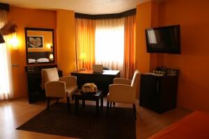 Mim Hotel'de Kahvaltı Dahil Çift Kişilik Konaklama Keyfi