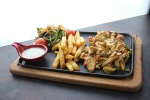Esenyurt İcone Cafe'de Lezzet Dolu Köri Soslu Tavuk Menüsü