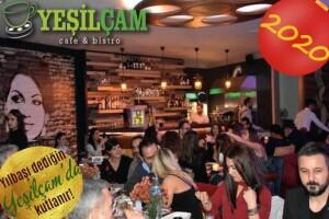 Salacak Sahil Yeşilçam Cafe & Bistro'nun Sıcak Atmosferinde Yılbaşı Programı ve Limitsiz Alkol Eşliğinde Enfes Gala Yemeği