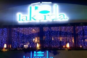 Lakerda Restaurant'ta Neslihan Günay Sahnesi ve Sınırsız Yerli İçecek Eşliğinde Yılbaşı Eğlencesi