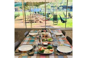 Beykoz Cumhuriyet Köy'de Esat Bey Çiftliği Mandıra Filozofu Açık Büfe Köy Kahvaltısı