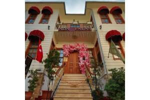 Tripadvisor Travellers Choice Ödüllü Büyükada Ada Palas Butik Otel'de Çift Kişilik Konaklama Seçenekleri