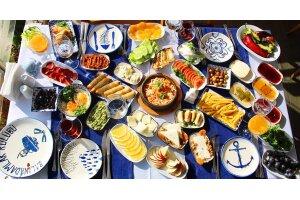 Caddebostan Türk Balıkadamlar Restaurant'ta Deniz Manzarası Eşliğinde Serpme Kahvaltı Keyfi