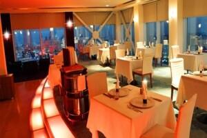 Kaya İstanbul Fair & Convention Hotel Summit Restaurant'ta Cuma ve Cumartesi Canlı Müzik Eşliğinde Akşam Yemeği