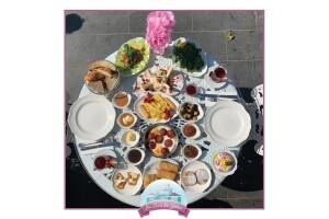 Üsküdar Bir Varmış Bir Yokmuş Cafe'de Lezzet Dolu Çift Kişilik Kahvaltı Menüsü
