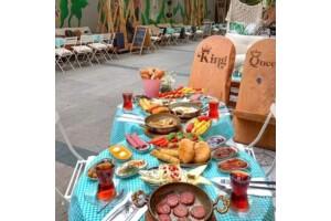 Kuş Yuvası Pera Cafe'de Çift Kişilik Serpme Kahvaltı Keyfi