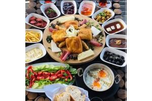 Kordon Araf Lounge'ta Enfes Serpme Kahvaltı Menüsü