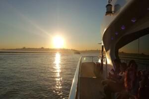 İncisu İle Rehber Eşliğinde Boğaz'ın Bilinmeyenlerini Öğreneceğiniz Teknede Açık Büfe Kahvaltılı Turlar
