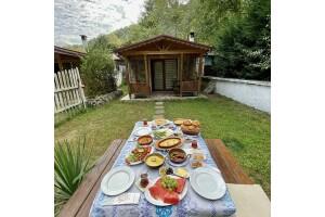 Sapanca Gönül Sofram Otel'den Taptaze Lezzetlerle Donatılmış Serpme Köy Kahvaltısı