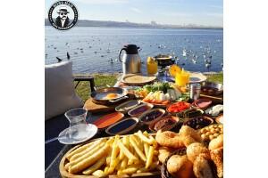 Boss Man Sahil Cafe & Restaurant'ta Şömine ve Göl Kenarında Nefis Serpme Köy Kahvaltısı