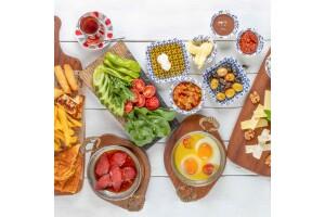 Bakırköy The Luzz Cafe'de Yöresel Serpme Kahvaltı ve Türk Kahvesi İkramı