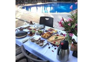 The Shaula'da Serpme Kahvaltı Eşliğinde Doğum Günü veya Evlilik Yıldönümü Paketi