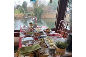 Doğa İle İç İçe Bir Kahvaltı Keyfi Yaşamak İstemez Misiniz? Nehir Perisi Ağva'da Serpme Kahvaltı Keyfi