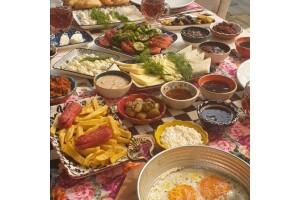 Asma Altı Restaurant'ta Lezzet Dolu Serpme Kahvaltı Menüsü