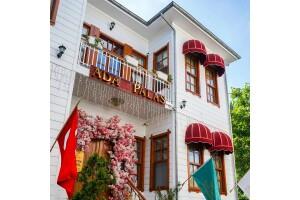 Tripadvisor Travellers Choice Ödüllü Büyükada Ada Palas Butik Otel'de Çift Kişilik Konaklama, Özel Tekne Turu ve Romantik Akşam Yemeği