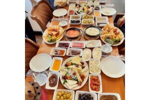 Hasan Usta Kebap'ta Zengin Serpme Kahvaltı Menüsü