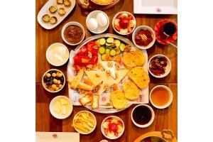 Coffeemania Esenler'de Zengin Serpme Kahvaltı Menüsü