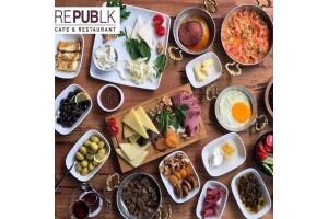 Republk Cafe'de Enfes Serpme Kahvaltı Keyfi