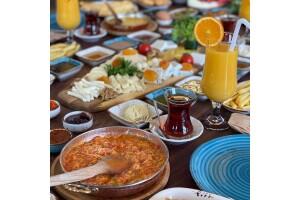 Bekiroğlu Közde Döner'de Karadeniz Serpme Kahvaltı Keyfi
