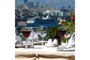 Orient Hotel'de Boğaz Manzarası Eşliğinde Akşam Yemeği